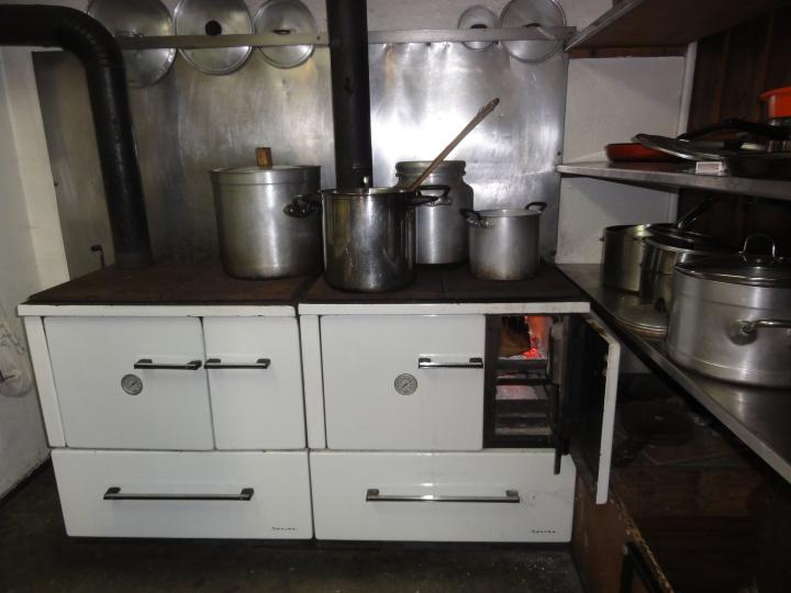 wood-burning stove 3648x2736