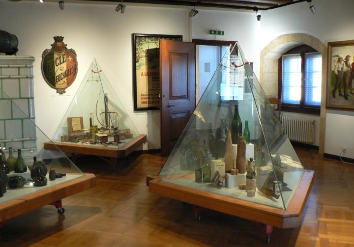 wine and vine museum 2554x1787