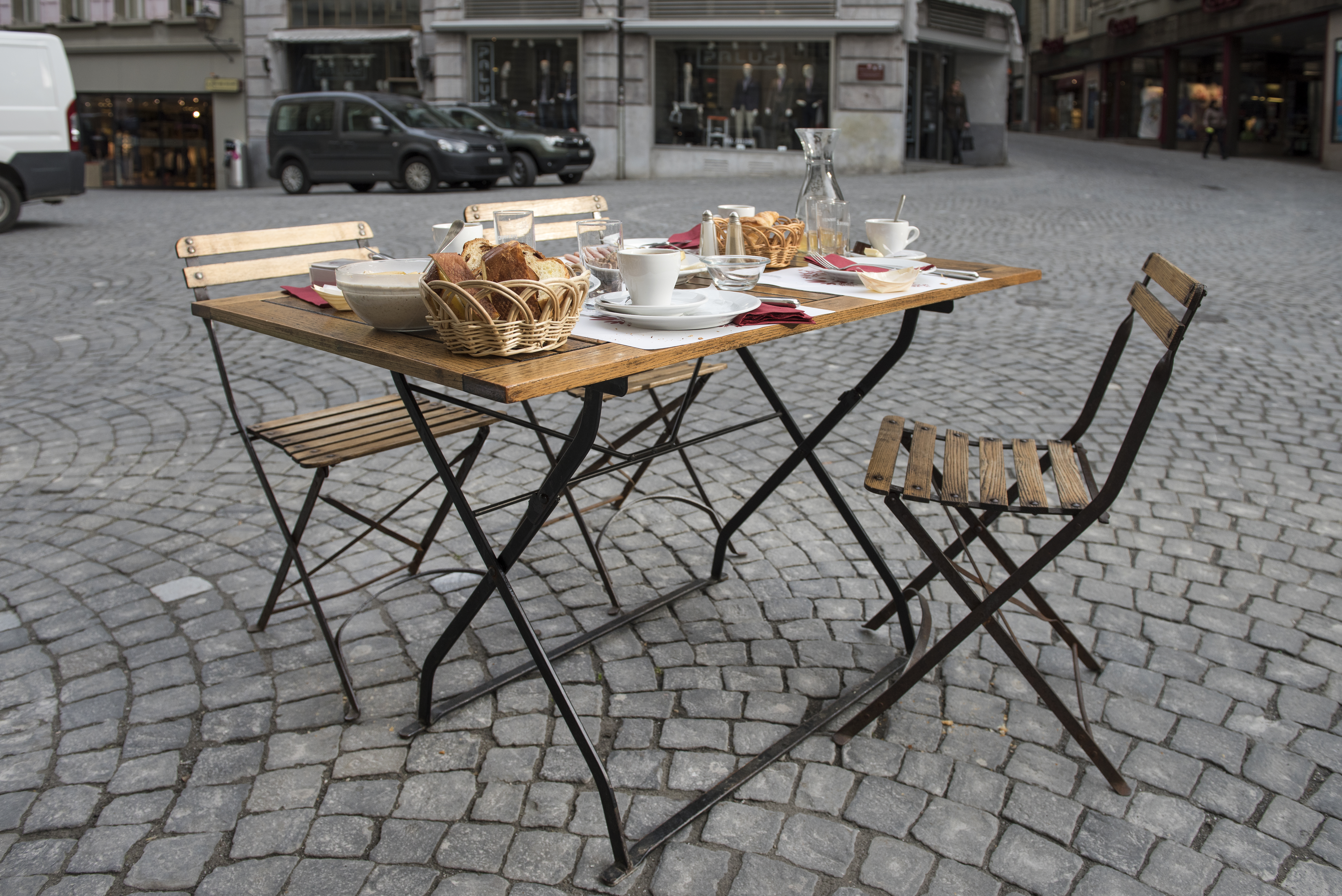 Lausanne  Table Launches 2016 with Surprise Breakfast