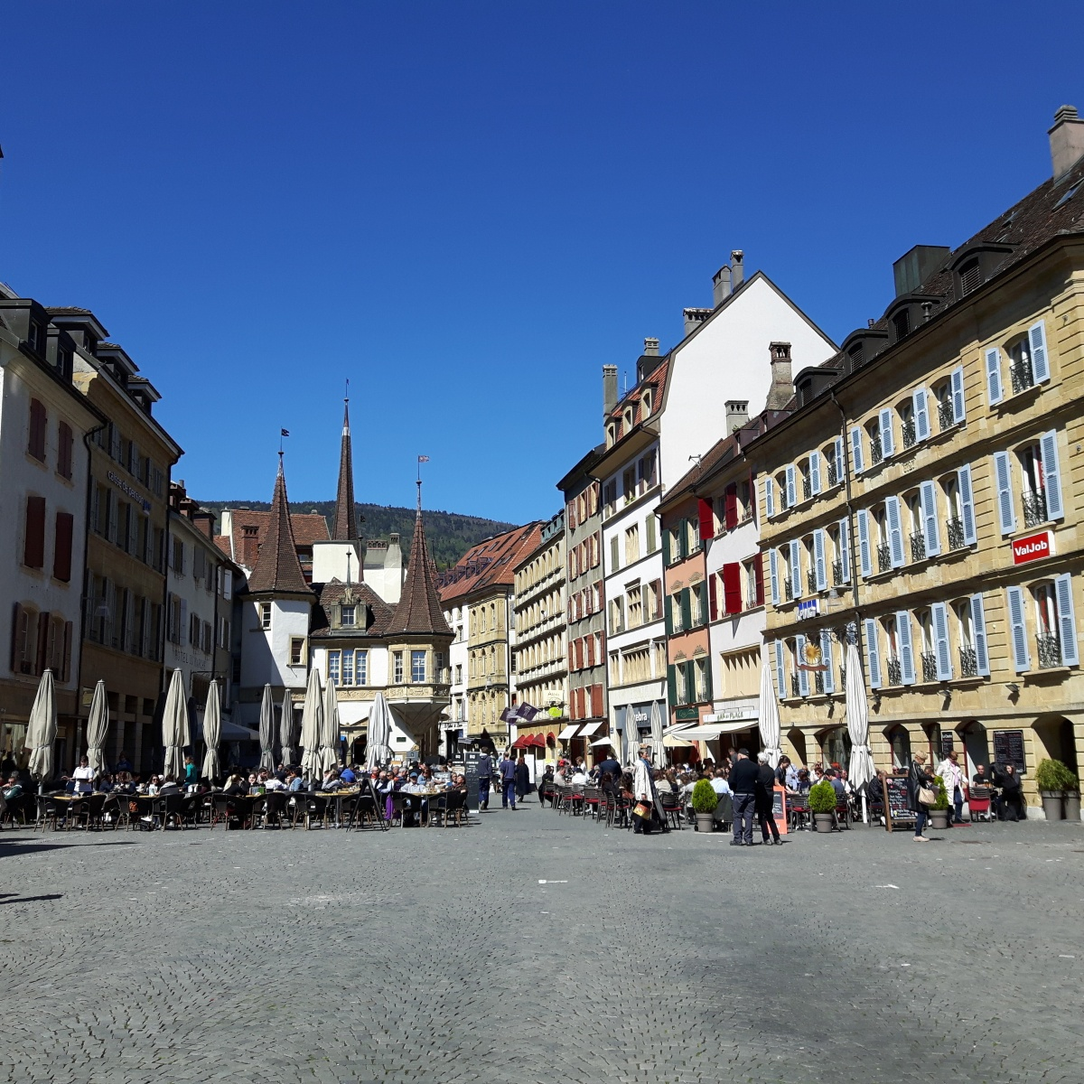 Culinary Walking Tour of Neuchâtel's City Center